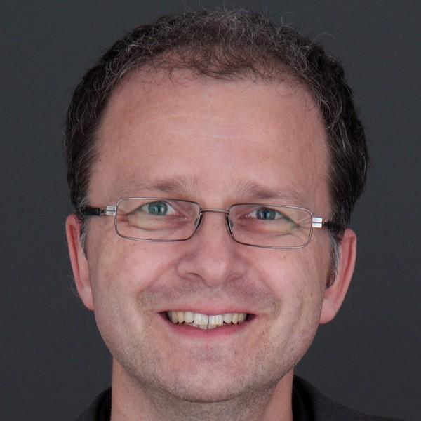 Stefan-Kühnel-web2 (2)-600x600.jpg